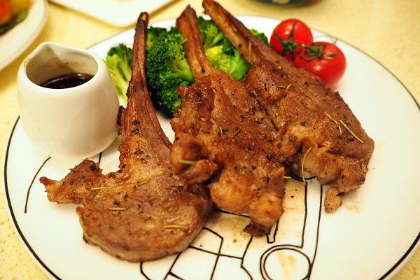 迷迭香红酒羊排#一起吃西餐#的做法