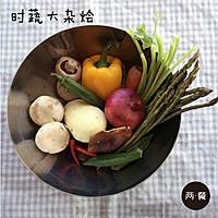 三文鱼什锦炒饭【两餐原创】的做法图解2