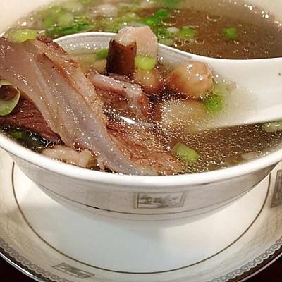 猪软骨花生香菇汤(超级适合孩子吃)