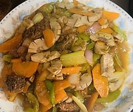 羊肚菌红萝卜西芹炒腰花的做法