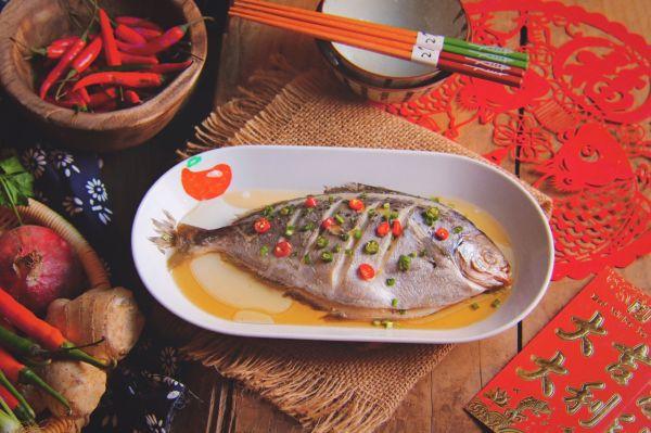 #年年有余#v美食雪美食的菜谱_鲳鱼_豆果做法spam午餐肉烟熏味图片
