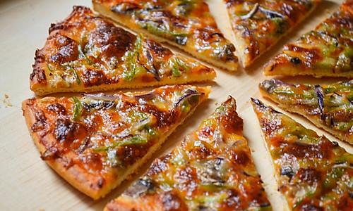脆底蘑菇披萨的做法