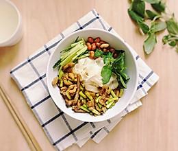 快手加班餐-香菇肉丝凉拌面的做法