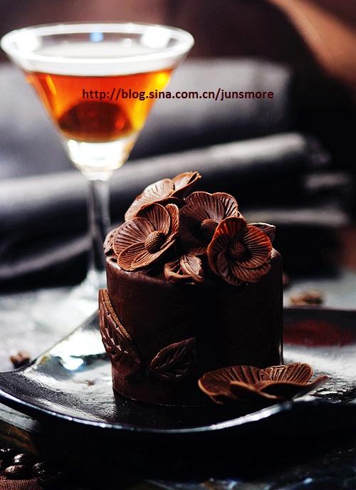 巧克力五瓣花蛋糕图片