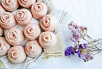 #憋在家里吃什么#满满少女心的淡粉色馒头:紫薯玫瑰馒头的做法
