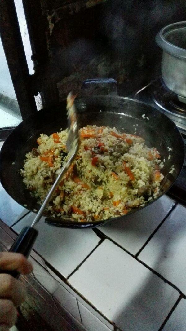 正宗新疆羊肉抓饭的做法