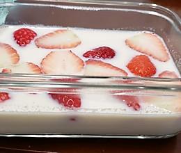牛奶草莓布丁的做法