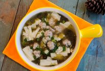 #春日时令,美味尝鲜#腐竹紫菜肉丸汤的做法