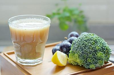 凤梨黑提综合蔬果汁