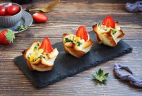 #10分钟早餐大挑战# 吐司披萨盏的做法