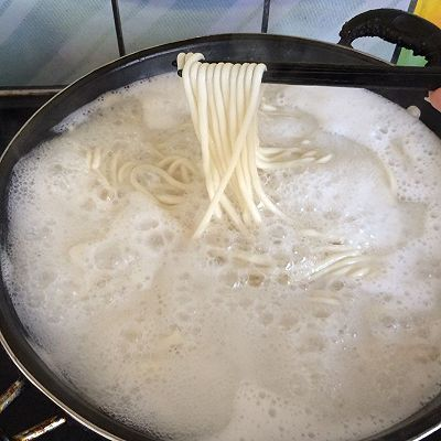 梦见煮面条锅溢了