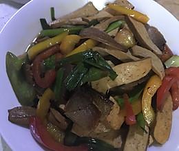 彩椒腊肉五香豆腐干的做法