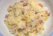 红肠玉米渣蒸饭的做法
