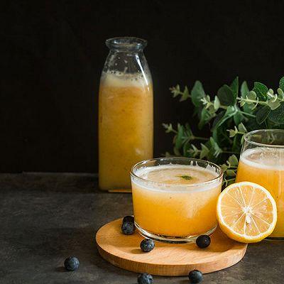 酸甜适度的哈密瓜苹果汁