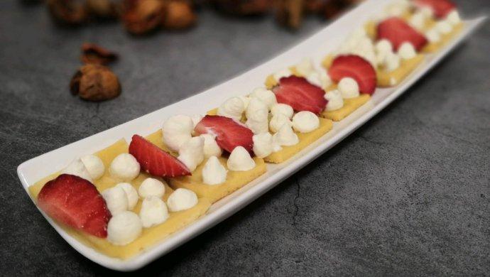 奶油草莓鸡蛋饼