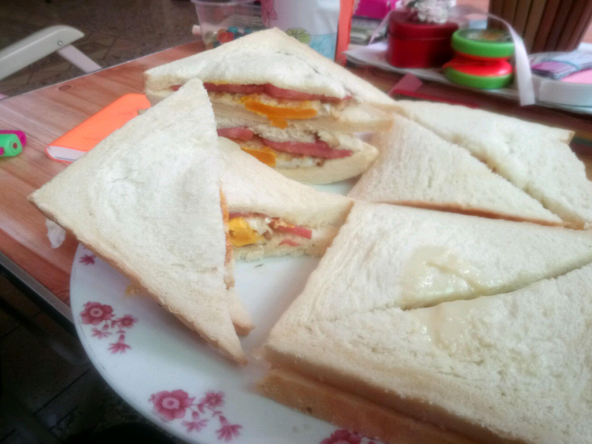 三明治的做法_【图解】三明治怎么做如何做好吃_家常