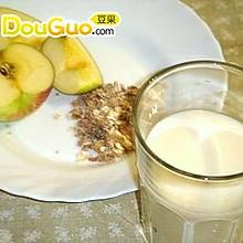 夏日营养饮品:苹果豆浆