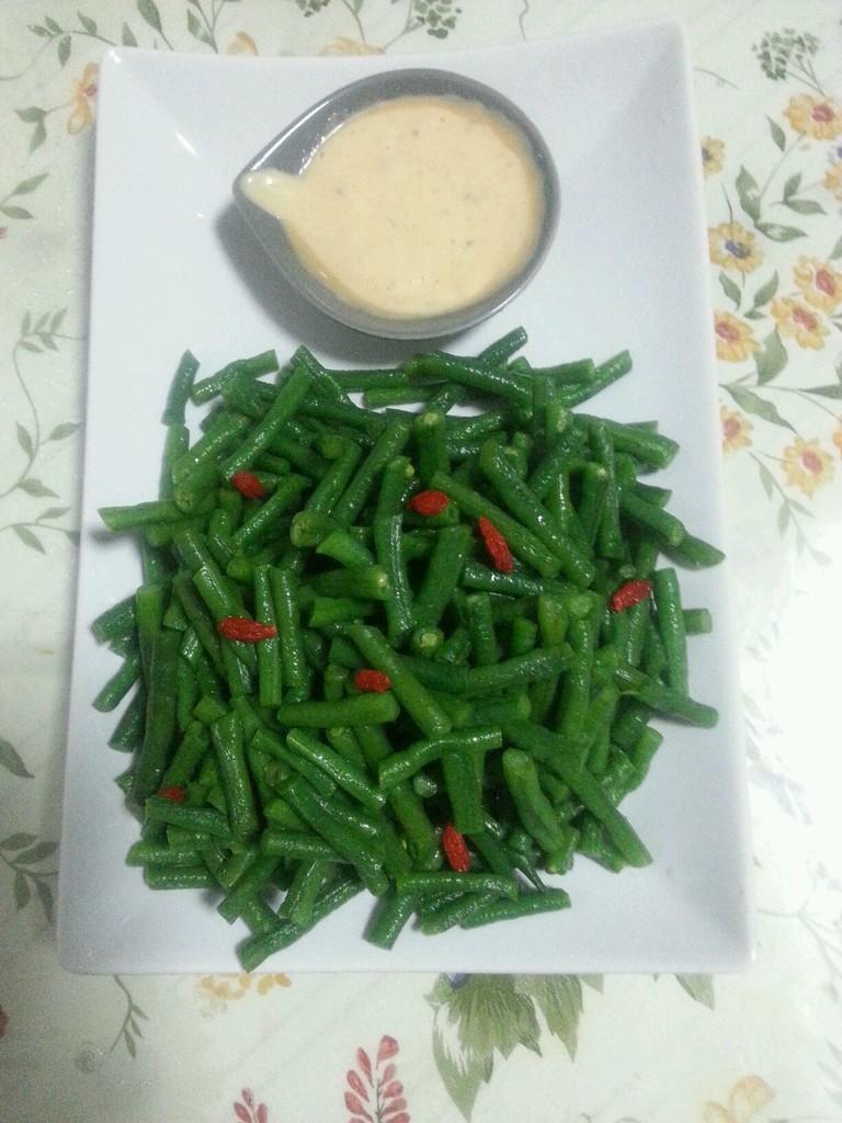 2. 千岛酱,沙拉酱,绿芥末以3:3:1的比例调和.