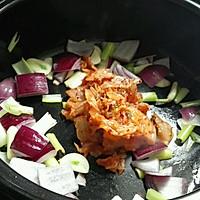 韩式火锅好吃的秘诀——泡菜肥牛锅的做法图解4