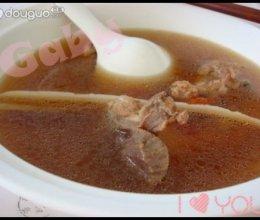 山淮玉米棒骨汤的做法