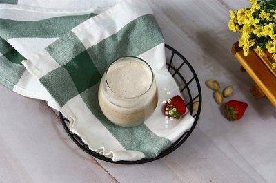 草莓蛋白营养坚果燕麦饮-孕期早餐下午茶食谱