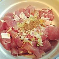 东北酥香脆的 干炸肉段的做法图解1
