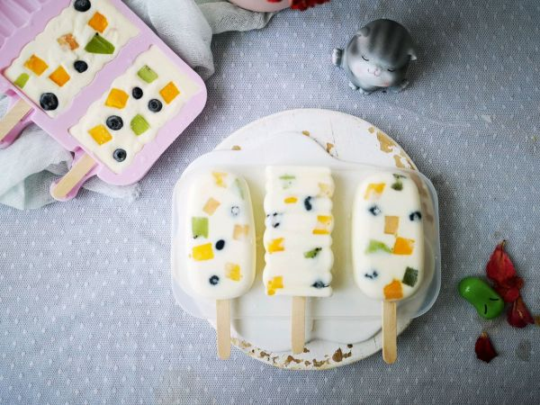 不打蛋没冰渣的酸奶水果冰激淋的做法