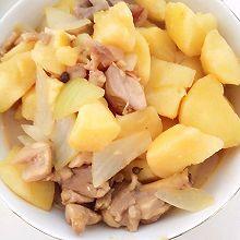 鸡腿炖土豆