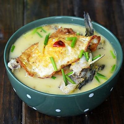 荷包蛋炖黄骨鱼