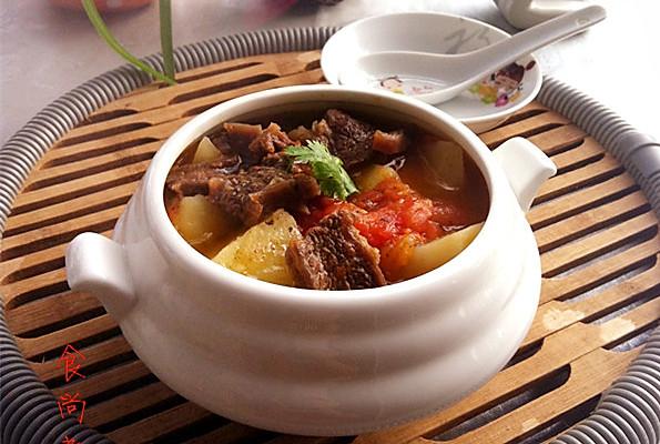 无法抗拒的美食——番茄土豆炖牛腩的做法