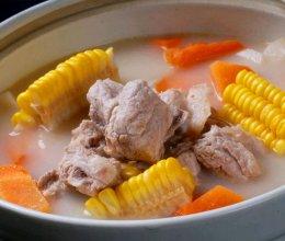夏天也要注意营养之《美味玉米排骨汤》~的做法