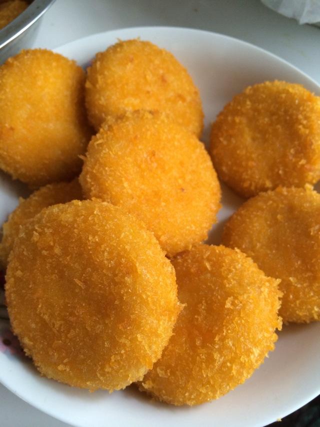 炒菜煲汤临锅时加入提鲜不口干 豆沙南瓜饼的做法步骤 3.