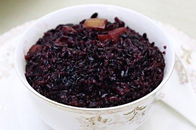 """香甜黑米红枣饭:""""黑珍珠""""的养生情怀"""