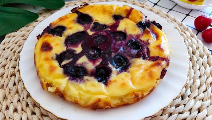 无需打发就能做出媲美芝士蛋糕的爆浆蓝莓酸奶蛋糕