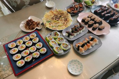 六种寿司小集锦附加日式小吃