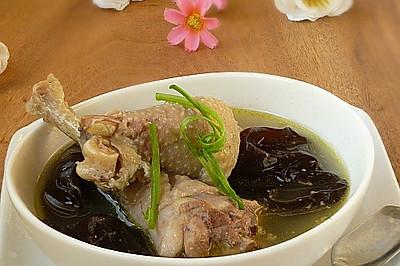 黑木耳炖鸡汤