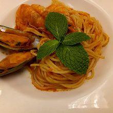 茄汁海鲜意大利面