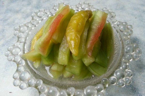 乐乐自家菜--西瓜皮泡菜的做法