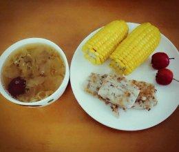 雪耳红枣糖水+广式煎芋头糕+奶香玉米+山楂的做法