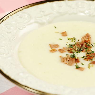 教你两步学会一道香滑奶白的西式浓汤——土豆培根浓汤