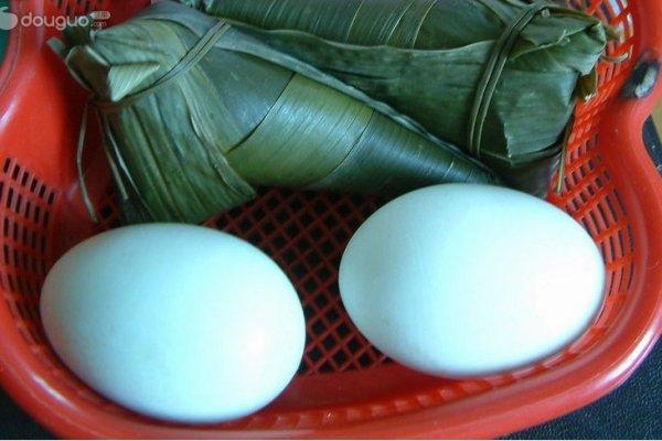 绿豆鸭蛋粽的做法