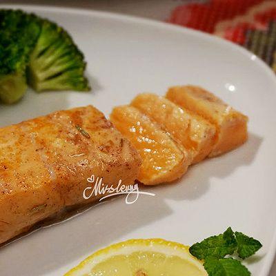 柠香黑椒三文鱼
