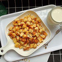 #花10分钟,做一道菜!#香烤吐司丁