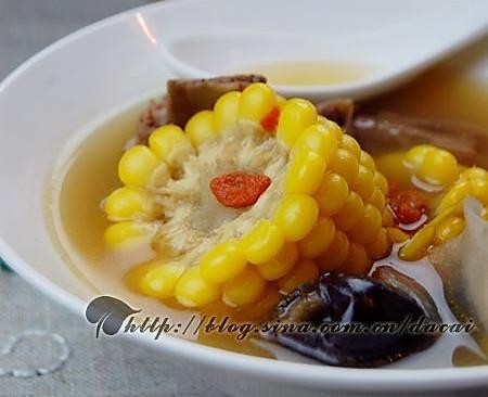 玉米淮杞脊骨汤的做法
