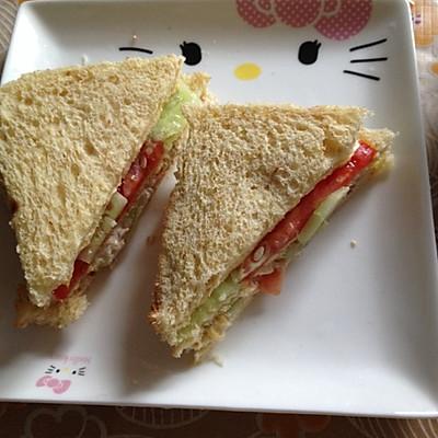 三分钟能量早餐--全麦金枪鱼三明治