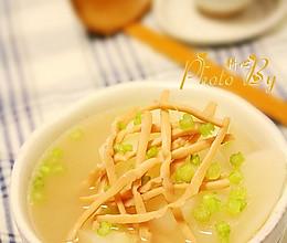 白萝卜鱿鱼干汤的做法