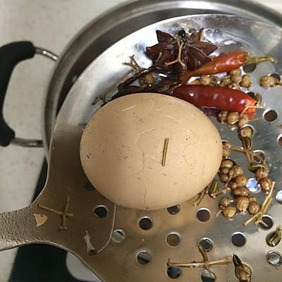五香鸡蛋的做法 步骤5