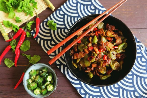 香辣爽脆超下饭的莴笋干小炒肉的做法