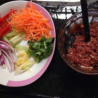 牛肉炒意糙的做法 步骤1