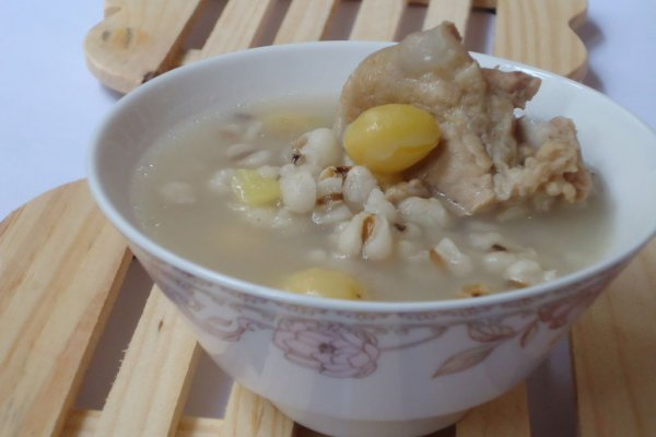 白果薏米骨头汤的做法